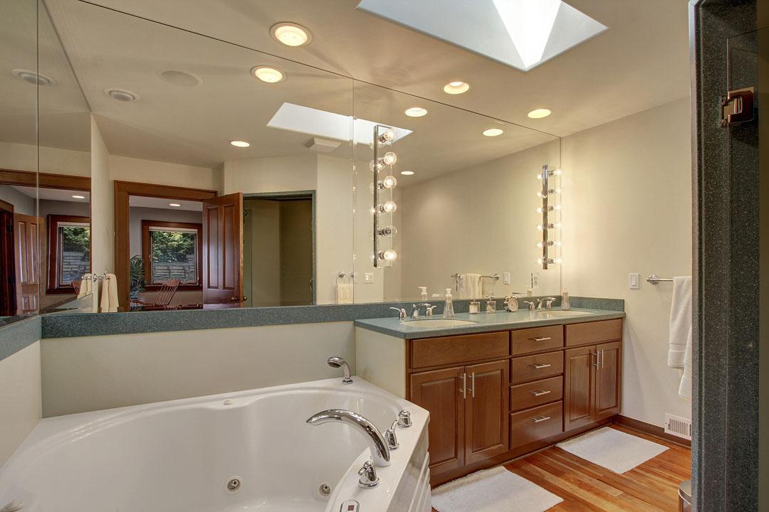 Blue-Ridge-Neighborhood-Home-for-Sale-Seattle-33171_10